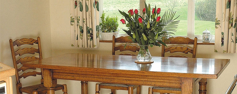 Titchmarsh & Goodwin, English Oak Farmhouse Kitchen table